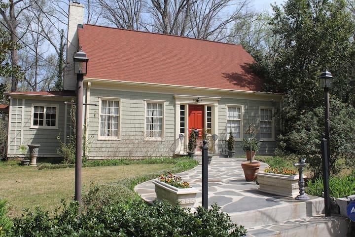 Private retreat in historic Atlanta