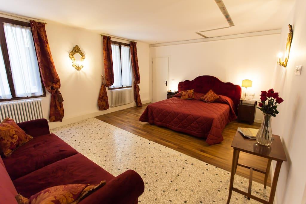 Bedroom 1 * Stanza da letto 1
