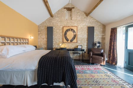 Self-catering farm B&B #4 near Bath - Corsham - Bed & Breakfast