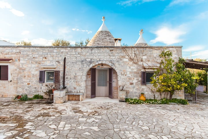 Trullo Ventura with pool