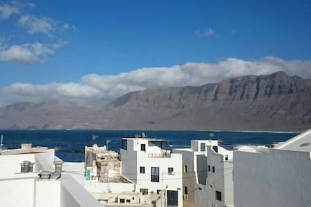 Famara apartment with huge terrace - Caleta de Famara - 公寓
