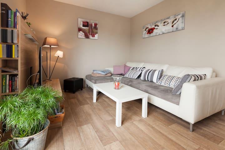 Petite maison résidentielle  entre forêt  et mer