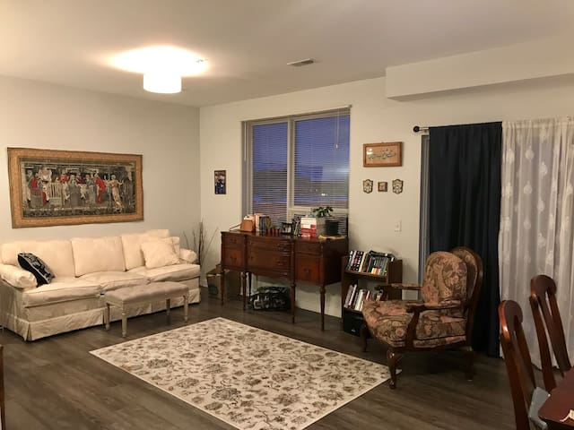 Modern Apartment Close to ND/Downtown