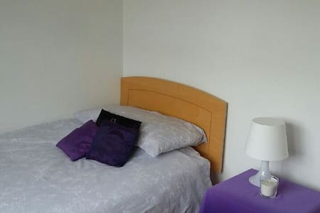 Single bedroom 15 minute walk from town centre