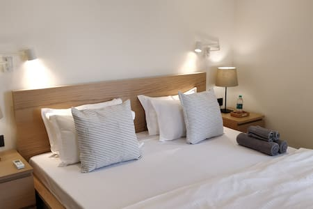 Small and luxurious room, WiFi, 2kms from airport