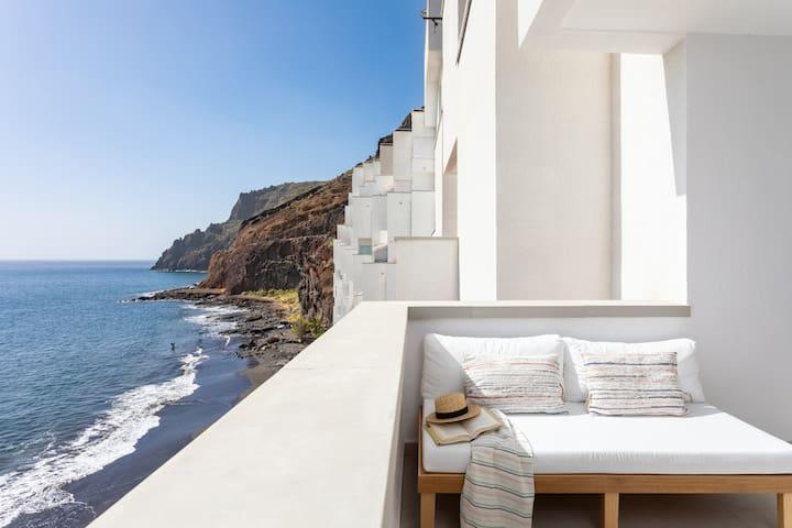 Brand new apartment, stunning sea views