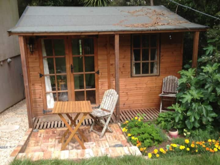 Tiny House Cottage - close to beaches and forests.