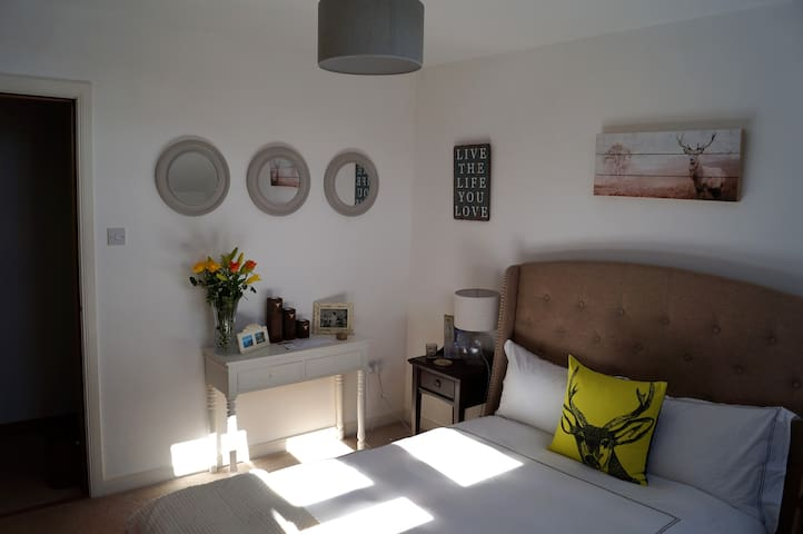 Charming double room with en suite - Inverkeithing - Apartment