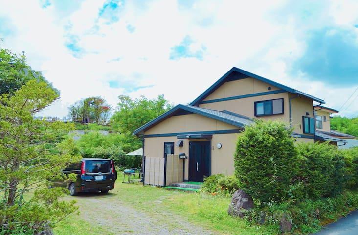 河口湖別墅/160m²New Kawaguchiko villa宝栄House富士山可見大花園BBQ