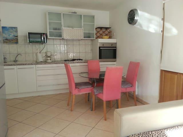 BEAU TYPE 2 AVEC PARKING - Gignac-la-Nerthe - Apartment