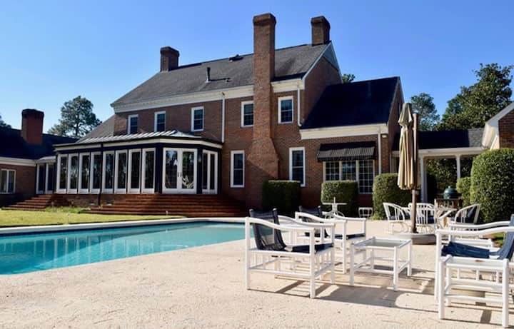Carriage House Apartment - bring your horse & dog