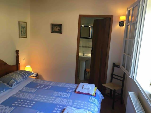 Bedroom 3 with en suite shower room. 1st floor. Double bed. Tea/coffee facilities.