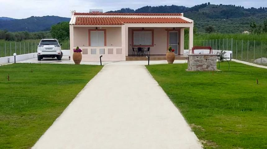 Seaside villa with private beach - Pefki - Villa