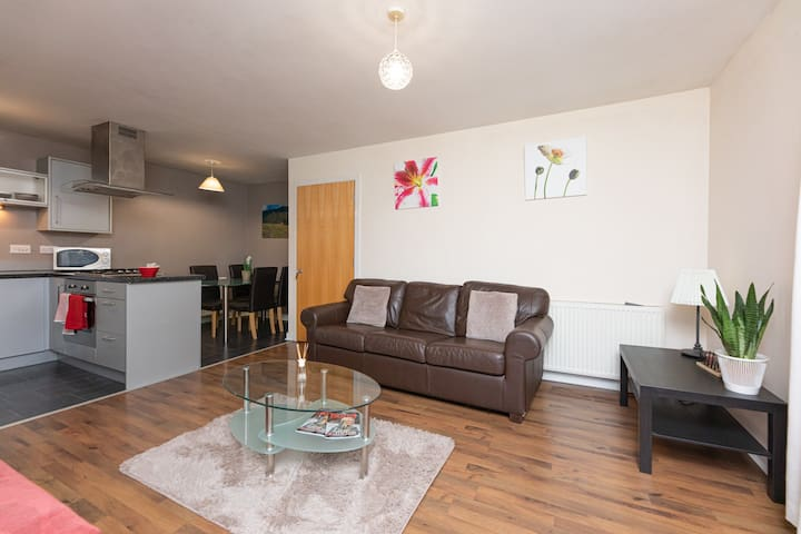 Central Glasgow - Modern Two-Bed Apartment