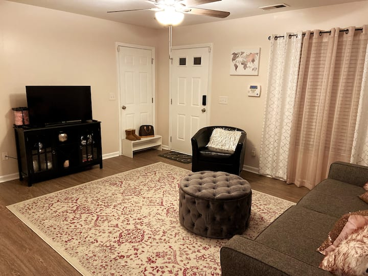 Eclectic/Clean/Cozy near Ft. Jackson and Downtown