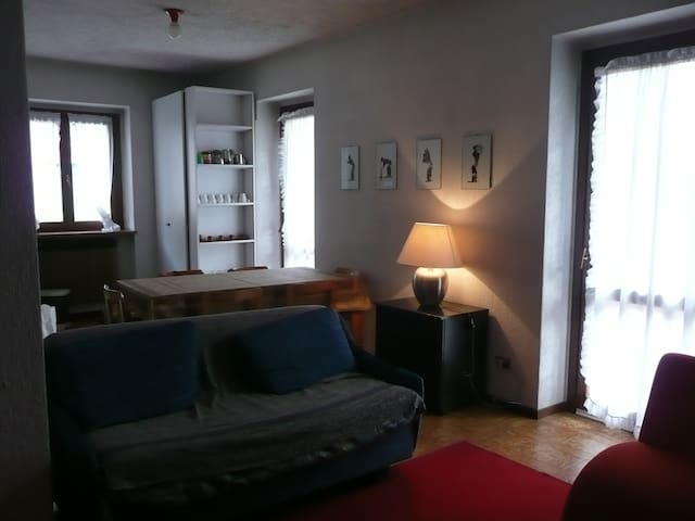 Monolocale confortevole in palazzina con giardino - Pontagna - Daire