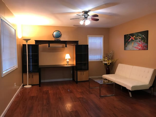 SweetHome-Close to Beach, LA Airport &Freeway 405
