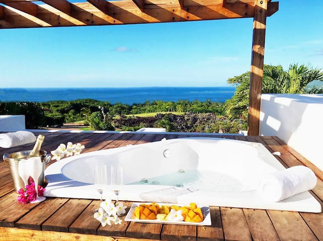 Chic Seaview AC Love nest - Rooftop Jacuzzi, Pool