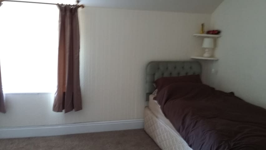 Room 3 in Shared Flat - Ideal for Contractors - Johnstown - Apartamento