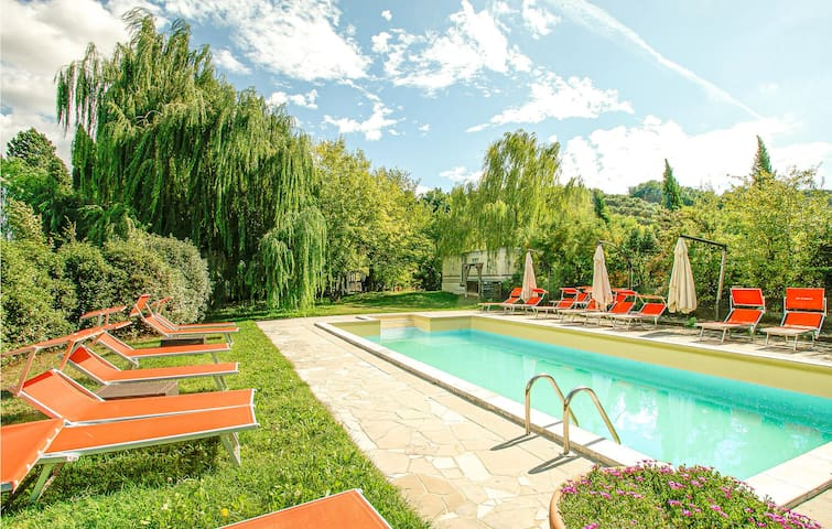 Amazing home in Brisighella with Outdoor swimming pool and 5 Bedrooms