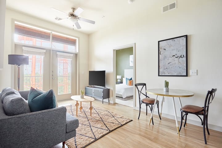 Sonder | La Villita | Welcoming 2BR + Laundry