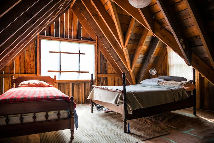 The Attic - Private room at Deer Isle Hostel
