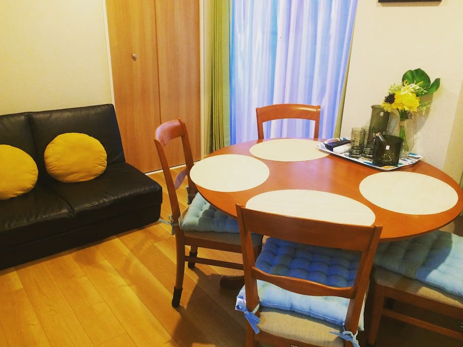 Dinning room is facing the South. We have coffee machine and beans available in the room. Please feel free to enjoy your cup of fresh dripped coffee in our well decorated dinning room and the refreshed morning.