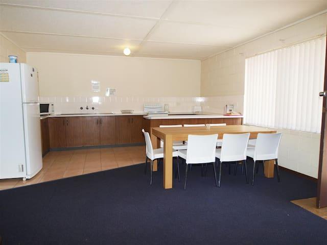KINGSGROVE APARTMENT COMPLEX 3 OF 8 UNITS - Shoalhaven Heads - Apartamento