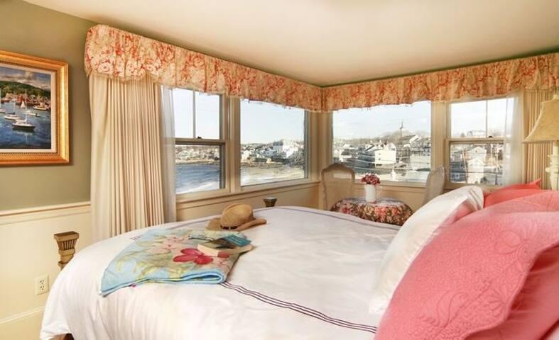 Beach & King_Beach Room