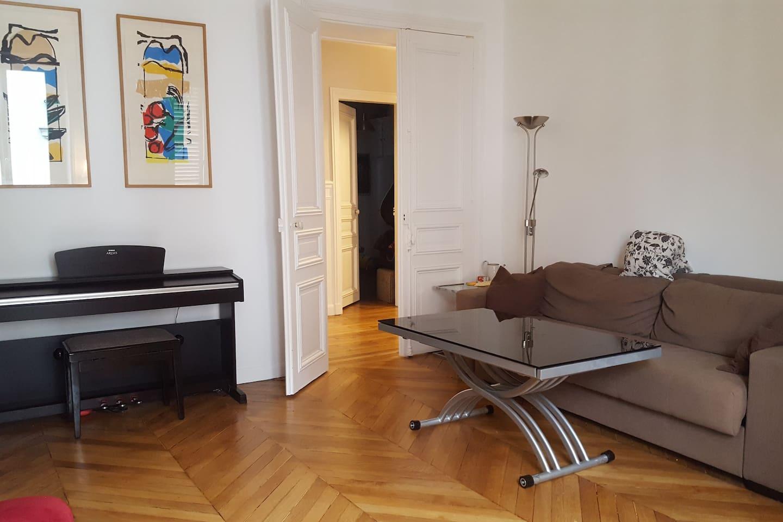 Très bel appartement Haussmannien calme (Ligne 1)