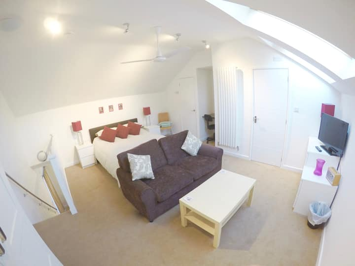 Holly Loft: Comfortable apartment near Jesus Green