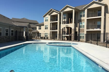 Feel at Home in Furnished 3bdrm Near Kansas City