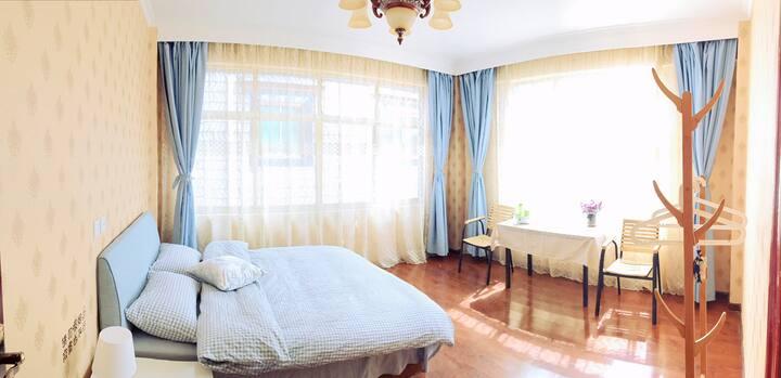拉萨扎基寺朝拜 阳光独院 阳光大床房 宽敞明亮舒适
