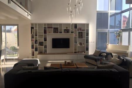 Magnifique Villa Moderne-Spacieuse, idéale famille - Netanya - Hus