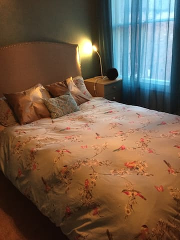 Tasteful ensuite double bedroom - Newport - Talo