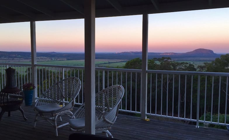 Moo-Yi Manor, Contemporary, Stunning views - Maroochy River - Rumah