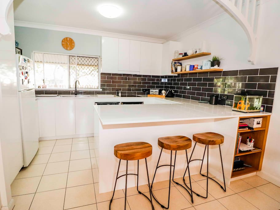 The hob of the home... great kitchen with all you need to cook your own meals