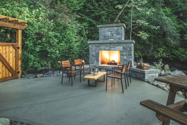Beachfront 2 Bedroom Cottage w/ Private Fire Pit