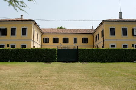 HISTORIC VILLA NORTH OF MILAN - Casatenovo