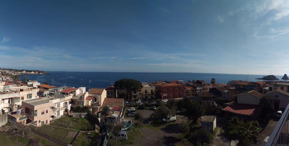 Apartment overlooking the sea of Acitrezza