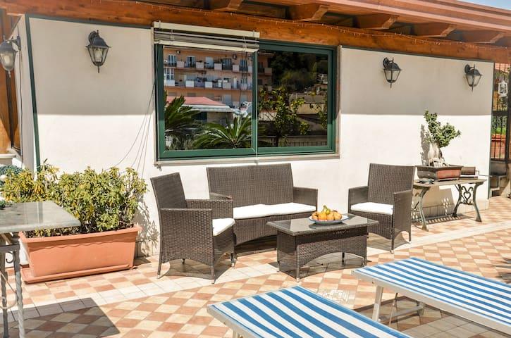 """Casa Vacanza """"Il Nido"""" - Castellammare di Stabia - Byt"""