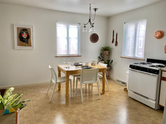 Enjoy a meal in the full kitchen with ample eat-in dining area. This surface also makes a great workspace or game table.