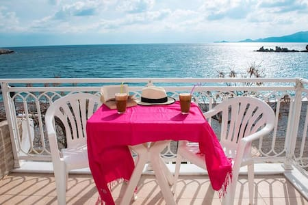 Chara's Sea View House