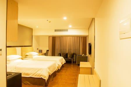 位于广州南站的西出站口的酒店式 公寓 - Guangzhou