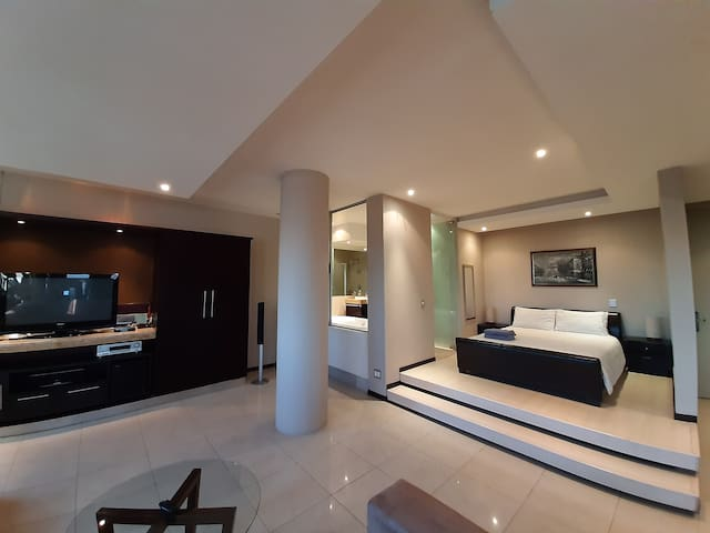 1603: The Franklin Luxury Suites