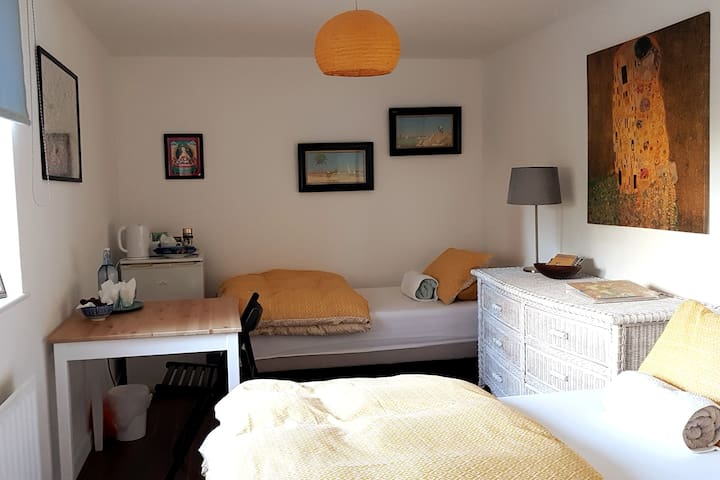 Lovely Twin Room. 5 mins to Tube & Little Venice