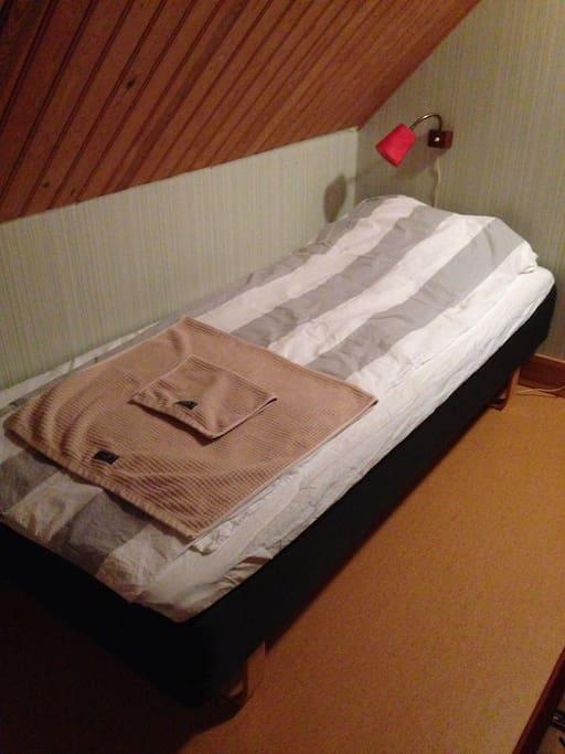Två sängar på övervåningen