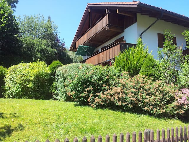 Holiday apartment with mountain view - Bad Kohlgrub - Leilighet