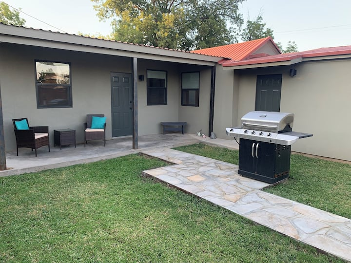 Modern Casita w/ private entry, sleeps 6, enjoy!