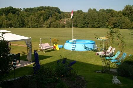 Ferienwohnung mit großem Garten